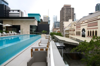 NEXT Hotel - Pool and bar area